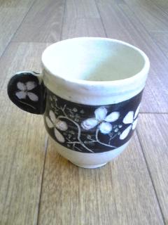 白いお花のコーヒーカップ