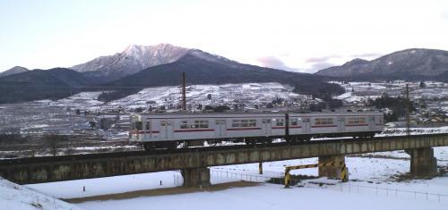夜間瀬川鉄橋を渡る列車(26.1.15)