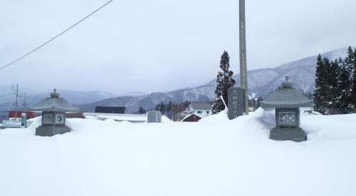 雪に埋まる墓地(26.1.16)