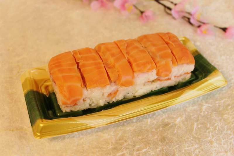 八戸朝市さばのマルカネのサーモン寿司