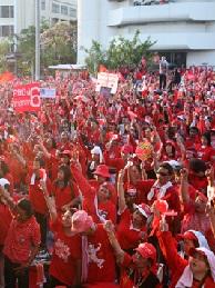 赤色のデモ隊