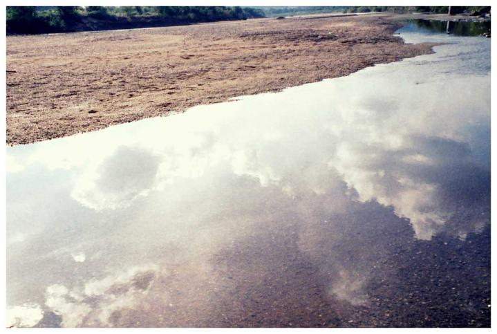 川面に落ちる雲