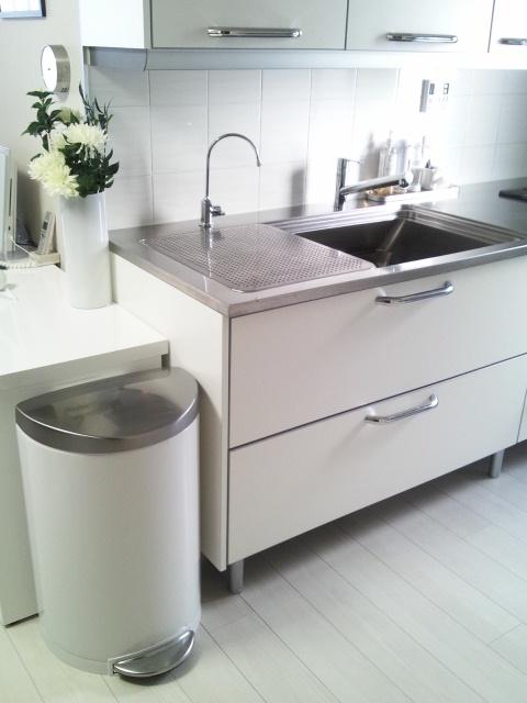 20130301白いキッチンゴミ箱