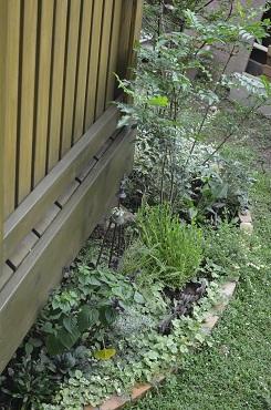 庭のレンガ花壇