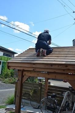 自転車小屋塗り直し