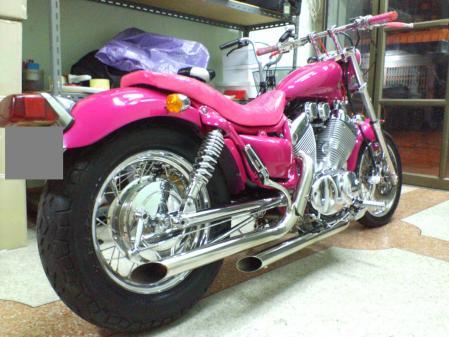ピンクのバイク