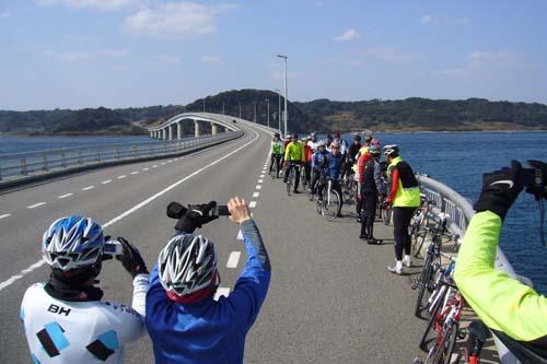 角島大橋で記念撮影