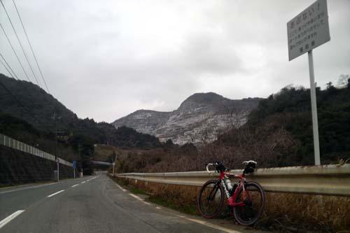 殿川ダムから見る京都峠