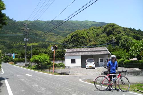 井関商店前