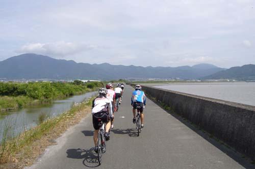 曽根干潟沿い