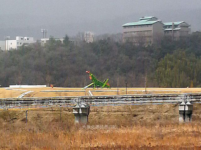 20120324_彩都西コミュニティセンター_竣工式_西部中央公園_バッタ