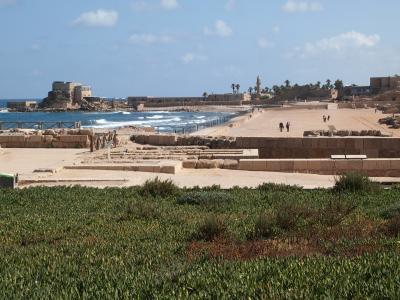 宮殿跡と地中海