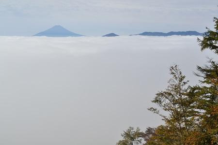 雲海の向こうの富士
