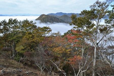 雲海の向こうに日蔭名栗峰