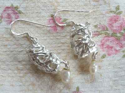 シリンジのイヤリングとパール