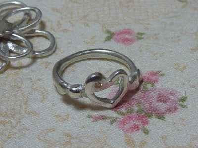 ハートと合成石のリング