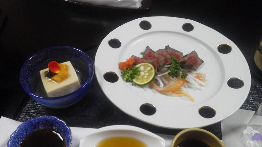 ?「夕食2・胡麻豆腐と飛騨牛のカルパッチョ」