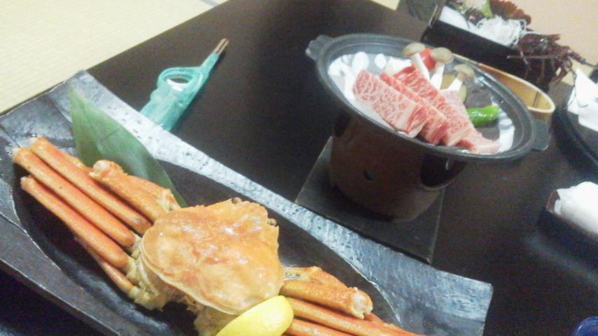 ?「夕食2・カニと飛騨牛の朴葉焼き」