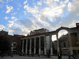 サン・ロレンツォ・マッジョーレ教会前の列柱