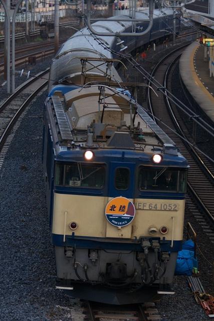 100312-JR-E-hokuriku-EF64-1052.jpg