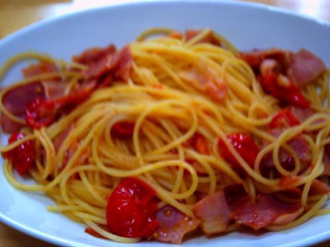 ミニトマトとベーコンのペペロンチーノ