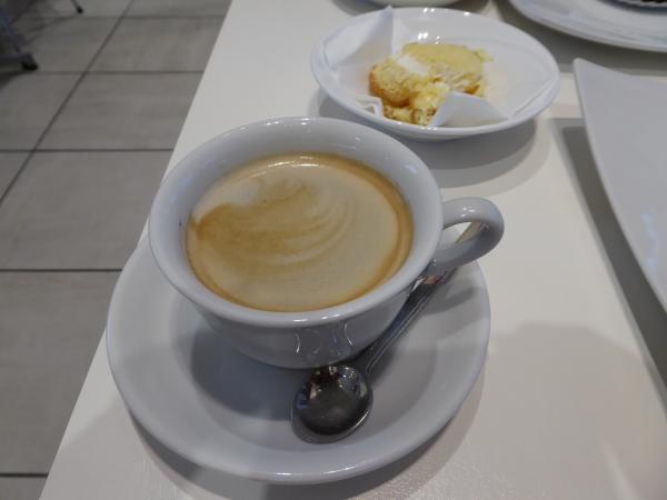 コーヒーとロールケーキ