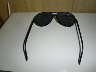 ピンホールメガネ