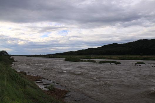 荒川サクラマス釣り 荒れ狂う川