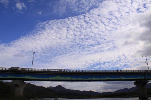 秋の縦割り遠足 荒川橋