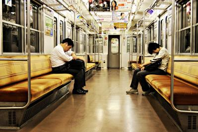 電車内 イヤホン