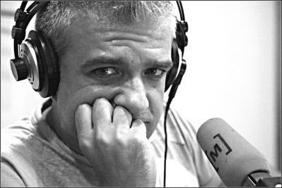 ヘッドホン マイク 収録 スタジオ モノクロ
