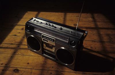 ラジオ 煽り スピーカー 光