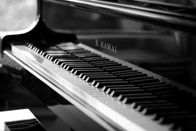 ピアノ モノクロ 楽器
