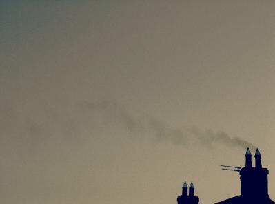 空 灰色 煙突 煙