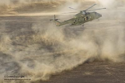 砂煙 ヘリコプター  乗り物