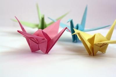 折り鶴 色 緑 黄 青 ピンク