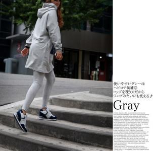 服 モデル 灰色
