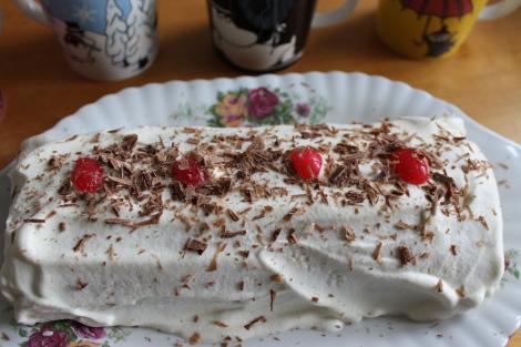 Isänpäivä Kääretorttu ロールケーキ