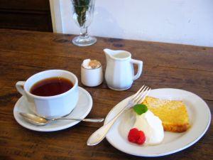 レモンのパウンドケーキと紅茶