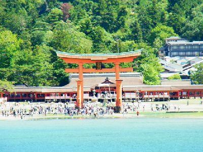 海の上の厳島神社
