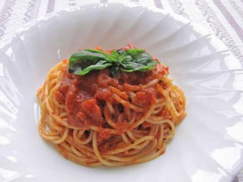 簡単トマトソースのパスタ