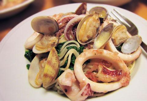 菜の花と魚介のペペロンチーノ