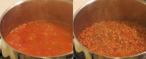 水分が飛ぶまで豆を煮込む