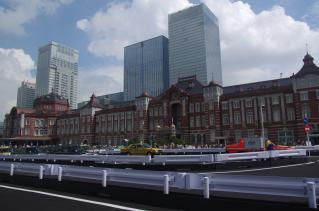 東京駅も観光地の一つに