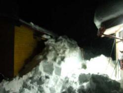 エコキャビンの裏側の雪の山