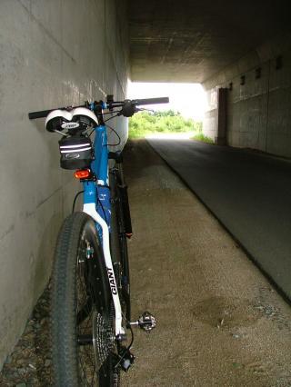 国道バイパス下のトンネルにて