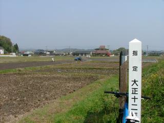 甲塚古墳の周囲は田園・・