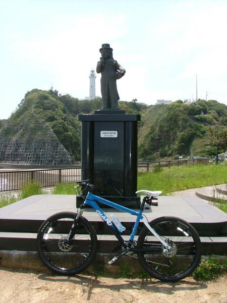 ひばりさんの銅像とXTC3