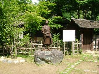 天田愚庵の像
