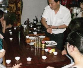 第11期茶芸師ツアー 茶葉市場の試飲